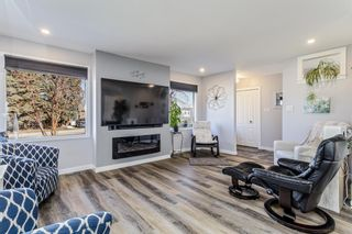 Photo 3: 516 Queen Charlotte Drive SE in Calgary: Queensland Detached for sale : MLS®# A1098339
