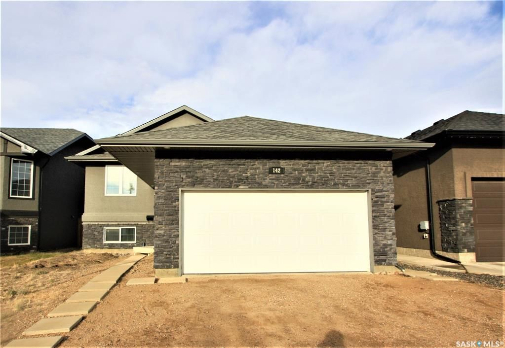 Main Photo: 142 Senick Crescent in Saskatoon: Stonebridge Residential for sale : MLS®# SK833191