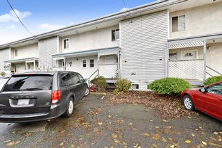 "Photo 2: 2 33915 MAYFAIR Avenue in Abbotsford: Central Abbotsford Townhouse for sale in ""MAYFAIR MANOR"" : MLS®# R2518778"