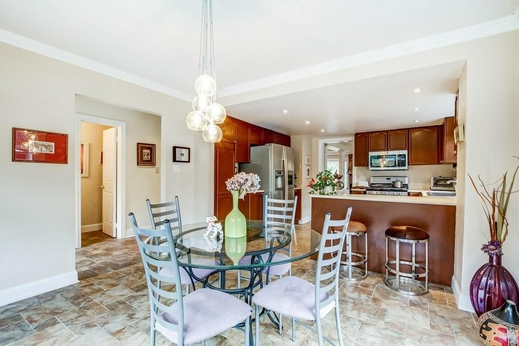 Photo 3: Photos: 23 HARBOUR Drive in Stoney Creek: Residential for sale : MLS®# H4086318
