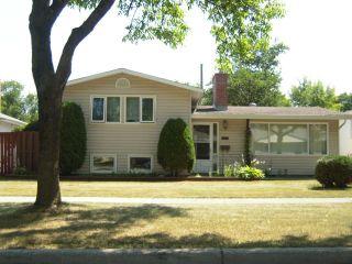 Photo 2: 840 Centennial Street in WINNIPEG: River Heights / Tuxedo / Linden Woods Residential for sale (South Winnipeg)  : MLS®# 1215411