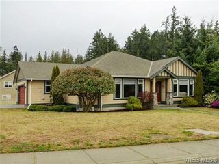 Photo 3: 3420 Mary Anne Cres in VICTORIA: Co Triangle House for sale (Colwood)  : MLS®# 723824