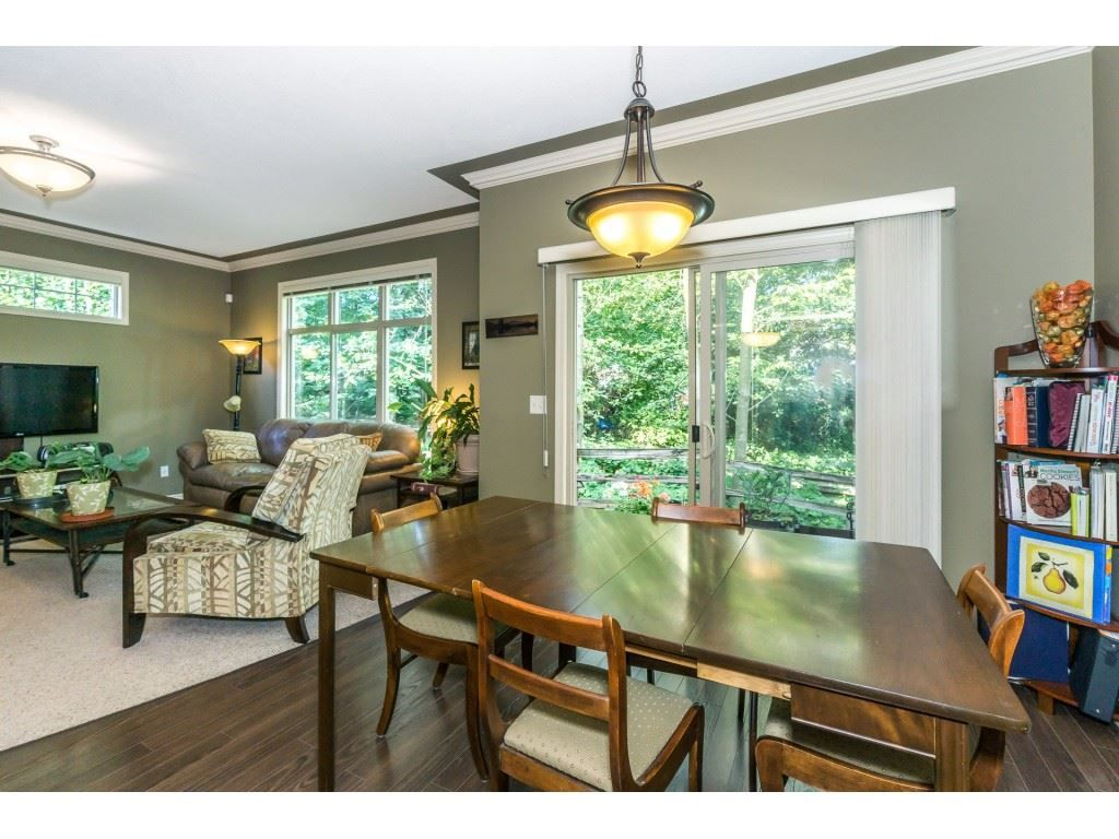 """Photo 6: Photos: 32 46840 RUSSELL Road in Sardis: Promontory Townhouse for sale in """"Timeber Ridge"""" : MLS®# R2359001"""