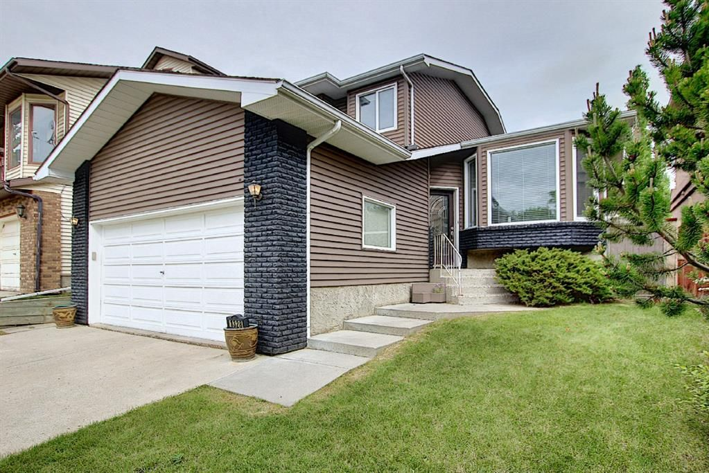 Main Photo: 1328 48 Avenue NW in Calgary: North Haven Detached for sale : MLS®# A1103760