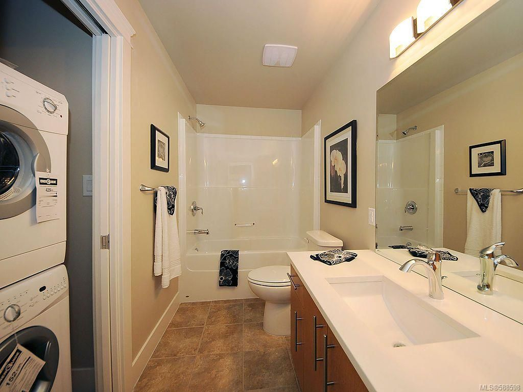 Main Photo: 306 21 Conard St in View Royal: VR Hospital Condo for sale : MLS®# 588598