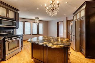 Photo 3: 503 Woodbriar Place SW in Calgary: Woodbine Detached for sale : MLS®# A1062394
