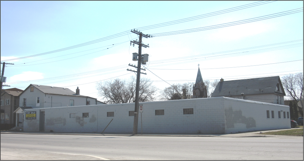 Main Photo: 694 Logan Avenue in Winnipeg: Industrial / Commercial / Investment for sale (Central Winnipeg)