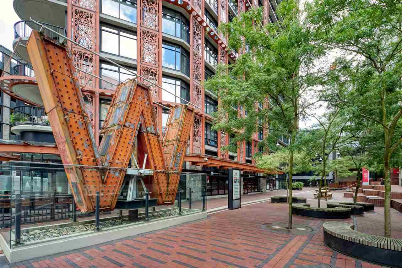"""Main Photo: 2310 128 W CORDOVA Street in Vancouver: Downtown VW Condo for sale in """"WOODWARD W43"""" (Vancouver West)  : MLS®# R2567403"""