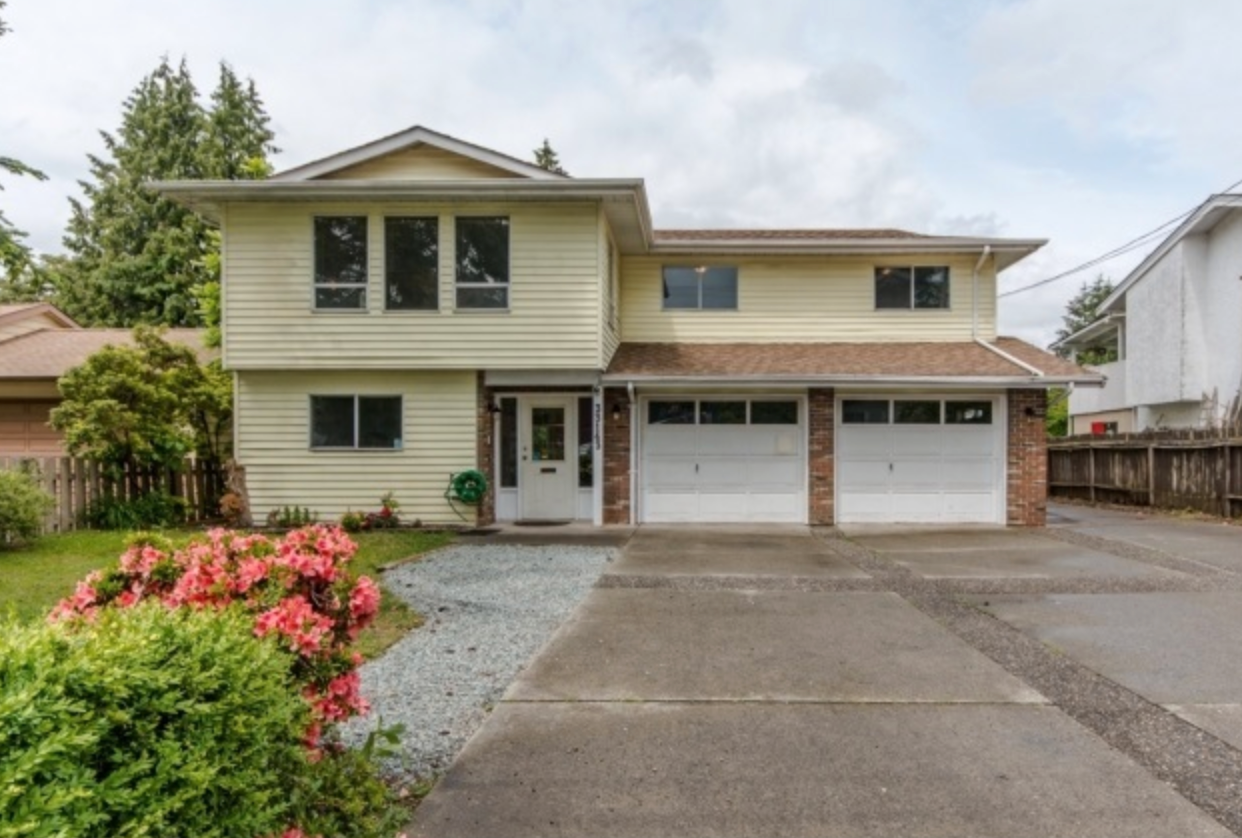 Main Photo: : House for sale : MLS®# R2160855