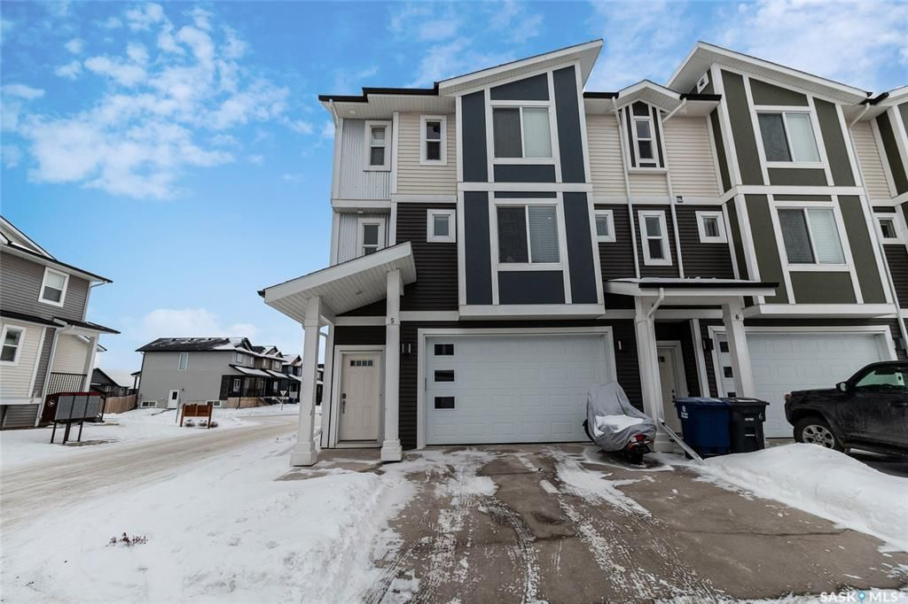 Main Photo: 5 600 Maple Crescent in Warman: Residential for sale : MLS®# SK839148