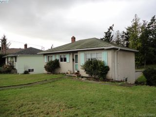 Photo 2: 1026 Tillicum Rd in VICTORIA: Es Kinsmen Park House for sale (Esquimalt)  : MLS®# 563342