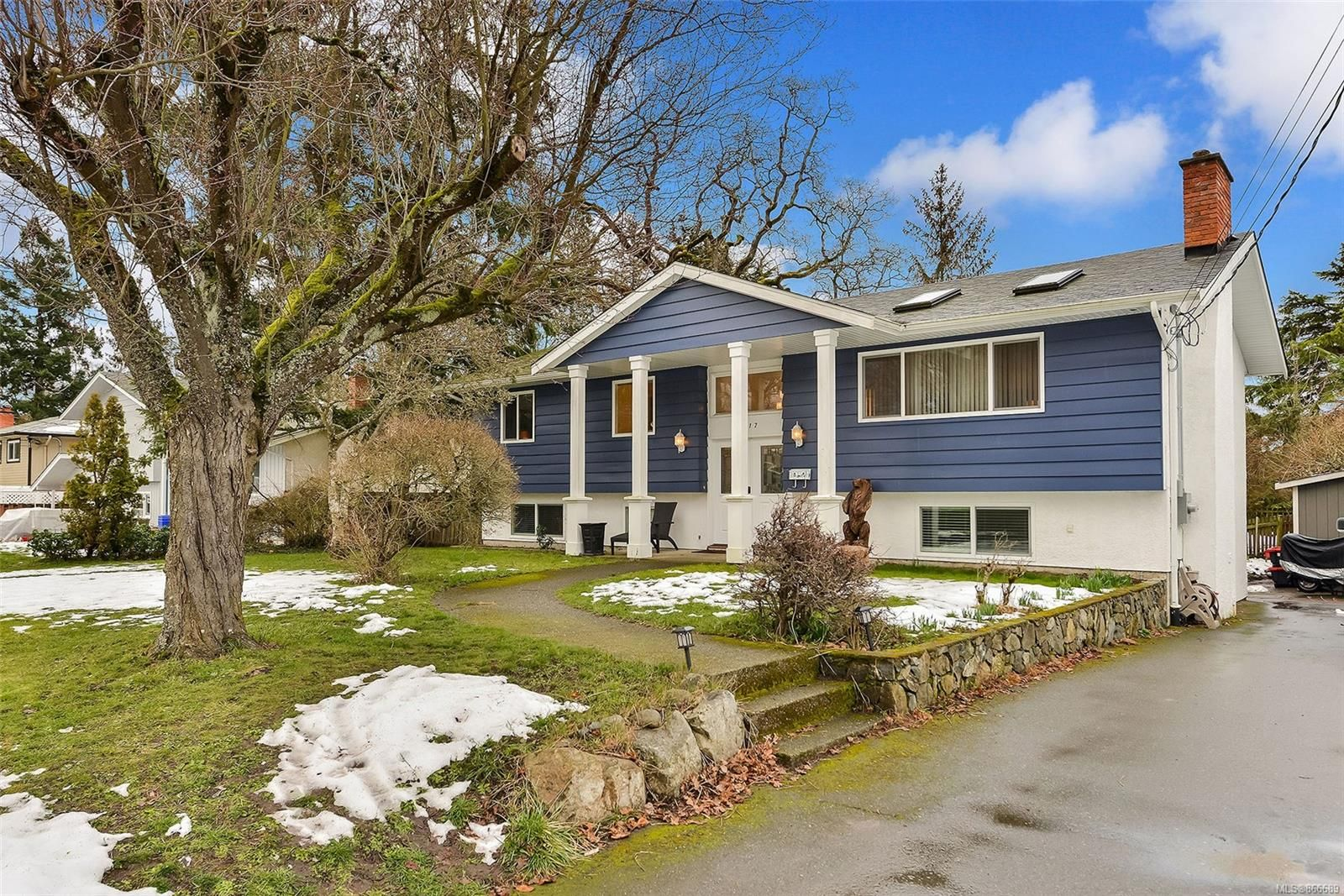 Main Photo: 1717 Jefferson Ave in : SE Mt Doug House for sale (Saanich East)  : MLS®# 866689