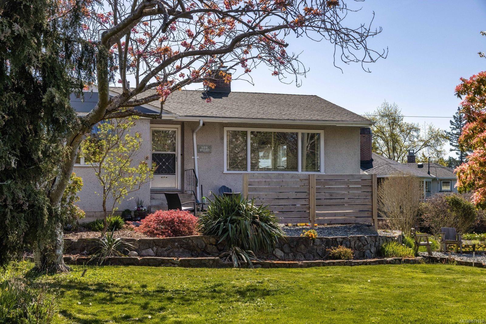 Main Photo: 1198 Munro St in : Es Saxe Point House for sale (Esquimalt)  : MLS®# 871657