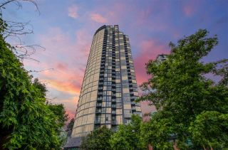 """Photo 3: 3201 1199 SEYMOUR Street in Vancouver: Downtown VW Condo for sale in """"BRAVA"""" (Vancouver West)  : MLS®# R2462993"""