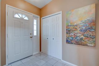 Photo 2: 136 Wolf Willow Close in Edmonton: Zone 22 House for sale : MLS®# E4240355