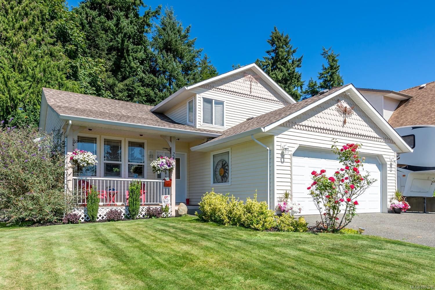 Main Photo: 2496 E 9th St in : CV Courtenay East House for sale (Comox Valley)  : MLS®# 883278
