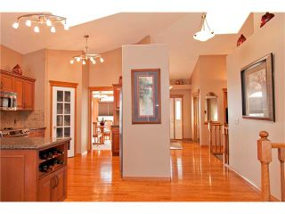 Photo 12: 109 DOUGLASVIEW Rise SE in Calgary: Douglasdale Estates House for sale : MLS®# C4040431