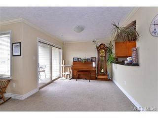 Photo 9: 24 127 Aldersmith Pl in VICTORIA: VR Glentana Row/Townhouse for sale (View Royal)  : MLS®# 738136