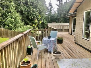 Photo 3: 114 PRATT Road in Gibsons: Gibsons & Area House for sale (Sunshine Coast)  : MLS®# R2574055