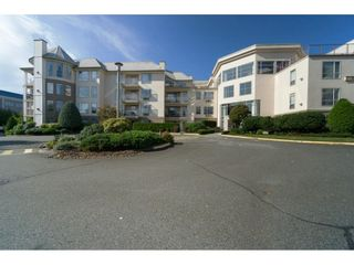 """Photo 1: 417 2626 COUNTESS Street in Abbotsford: Abbotsford West Condo for sale in """"The Wedgewood"""" : MLS®# R2409510"""