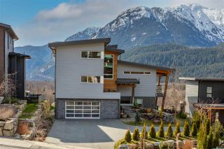 Photo 1: 1982 DOWAD Drive in Squamish: Tantalus House for sale : MLS®# R2553692