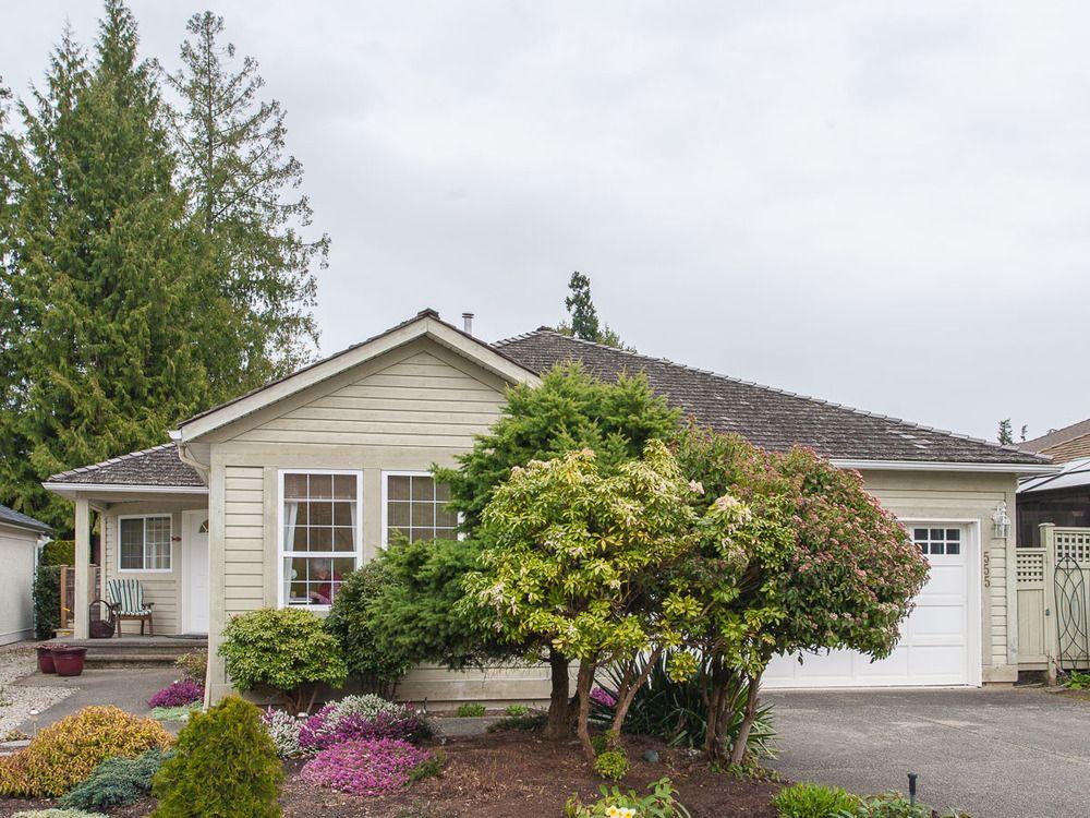 Main Photo: 555 Seaward Way in Oceanside Estates: House for sale : MLS®# 422023
