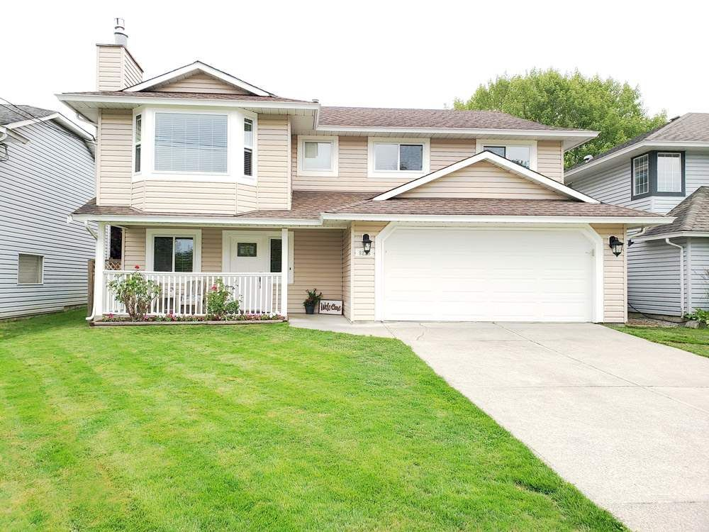"""Main Photo: 9226 210 Street in Langley: Walnut Grove House for sale in """"Country Grove Estates"""" : MLS®# R2385901"""