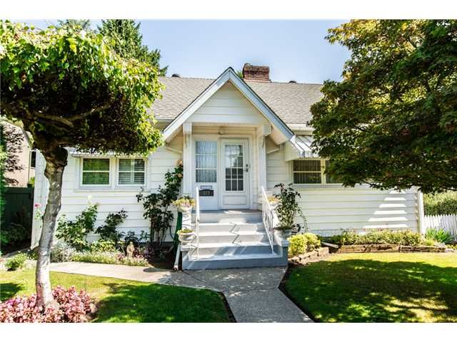 "Main Photo: 327 ARBUTUS Street in New Westminster: Queens Park House for sale in ""QUEENS PARK"" : MLS®# V1081789"