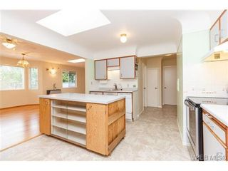 Photo 10: 515 Broadway St in VICTORIA: SW Glanford House for sale (Saanich West)  : MLS®# 712844