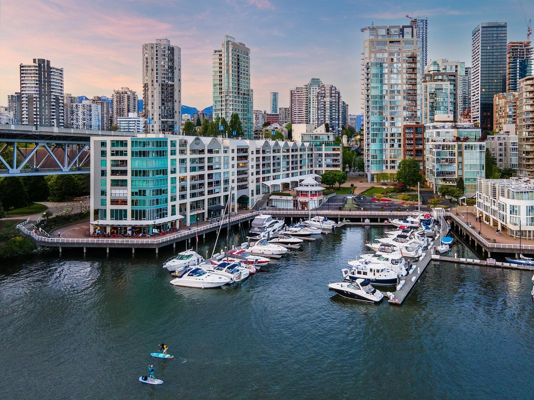 Main Photo: 1402 1000 BEACH AVENUE in Vancouver: Yaletown Condo for sale (Vancouver West)  : MLS®# R2619281