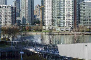 """Photo 13: 405 12 ATHLETES Way in Vancouver: False Creek Condo for sale in """"KAYAK"""" (Vancouver West)  : MLS®# R2236470"""