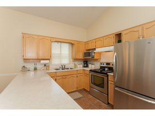 """Photo 8: 117 9012 WALNUT GROVE Drive in Langley: Walnut Grove Townhouse for sale in """"Queen Anne Green"""" : MLS®# R2184552"""