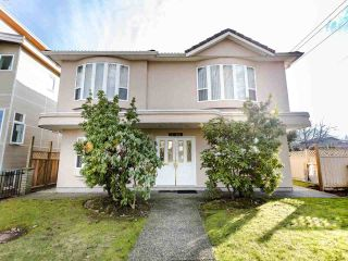 Photo 2: 2208 E 43RD Avenue in Vancouver: Killarney VE House for sale (Vancouver East)  : MLS®# R2437470