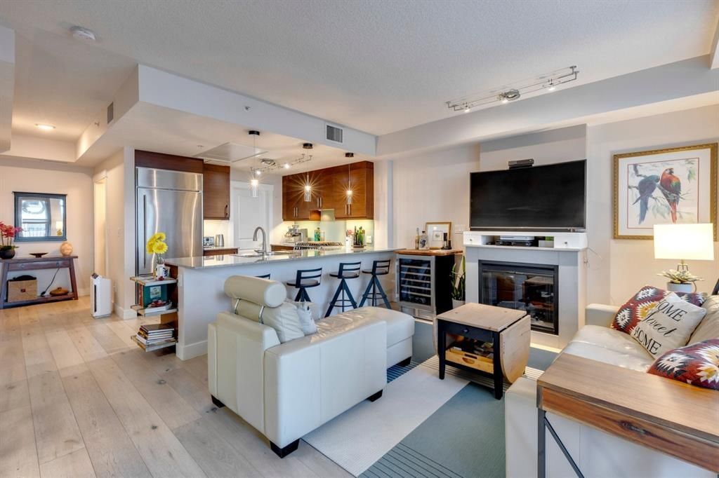 Main Photo: 731 2 Avenue SW in Calgary: Eau Claire Row/Townhouse for sale : MLS®# A1124261