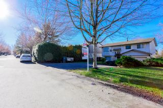 Photo 2: 6345 SUNDANCE Drive in Surrey: Cloverdale BC House for sale (Cloverdale)  : MLS®# R2037775