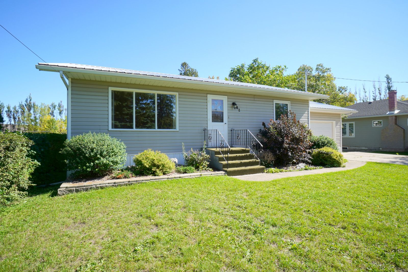 Main Photo: 82 Grafton St in Macgregor: House for sale : MLS®# 202123024