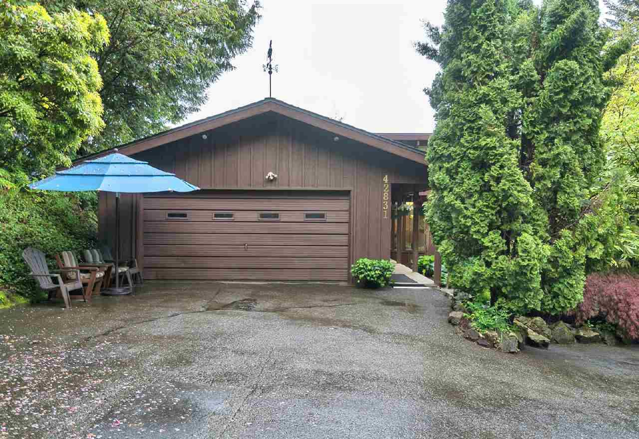 """Main Photo: 42831 OLD ORCHARD Road in Chilliwack: Chilliwack Mountain House for sale in """"CHILLIWACK MOUNTAIN"""" : MLS®# R2202760"""