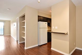 "Photo 5: 311 17661 58A Avenue in Surrey: Cloverdale BC Condo for sale in ""WYNDHAM ESTATES"" (Cloverdale)  : MLS®# R2158983"