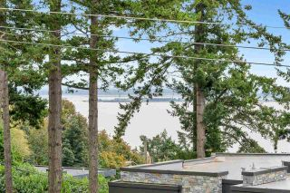 """Photo 3: 14887 HARDIE Avenue: White Rock House for sale in """"White Rock"""" (South Surrey White Rock)  : MLS®# R2509233"""