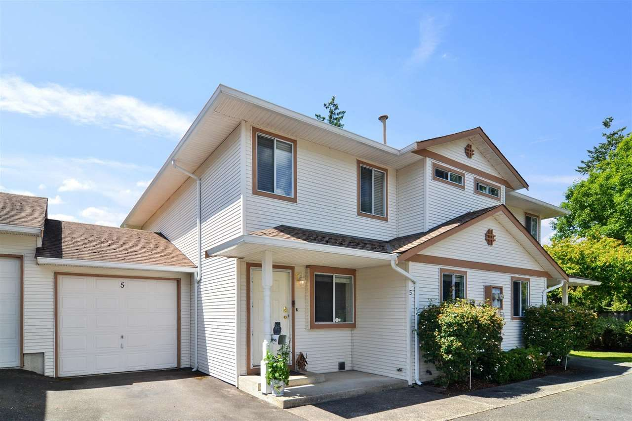 """Main Photo: 5 26727 30A Avenue in Langley: Aldergrove Langley Townhouse for sale in """"ASHLEY PARK"""" : MLS®# R2590805"""