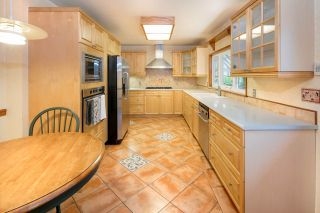 Photo 5: 1308 BAYVIEW Square in Coquitlam: Harbour Chines House for sale : MLS®# R2123105