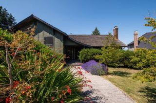 """Photo 2: 5615 GREENLAND Drive in Delta: Tsawwassen East House for sale in """"THE TERRACE"""" (Tsawwassen)  : MLS®# R2599281"""