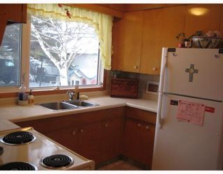 Photo 2: 804 CONSOL Avenue in WINNIPEG: East Kildonan Residential for sale (North East Winnipeg)  : MLS®# 2821411