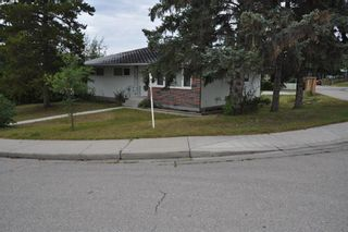 Photo 2: 60 Fawn Crescent SE in Calgary: Fairview Detached for sale : MLS®# A1142937