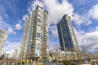 "Photo 1: 1007 1067 MARINASIDE Crescent in Vancouver: Yaletown Condo for sale in ""QUAY WEST"" (Vancouver West)  : MLS®# R2539975"