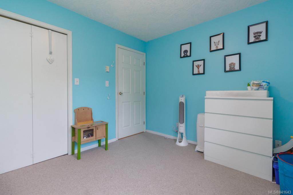 Photo 13: Photos: 408 951 Topaz Ave in Victoria: Vi Hillside Condo for sale : MLS®# 841643