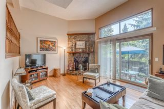 Main Photo: 21 23 Glamis Drive SW in Calgary: Glamorgan Row/Townhouse for sale : MLS®# A1133297