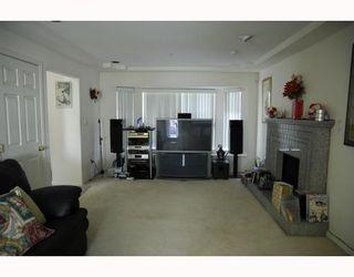 Photo 3: 3678 E Pender Street in Vancouver East: Renfrew VE House for sale : MLS®# V811892