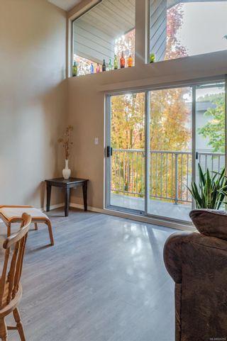 Photo 6: 402 1055 Hillside Ave in : Vi Hillside Condo for sale (Victoria)  : MLS®# 858795