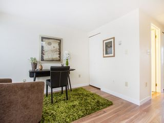 """Photo 4: 104 811 W 7TH Avenue in Vancouver: Fairview VW Townhouse for sale in """"WILLOW MEWS"""" (Vancouver West)  : MLS®# V1110537"""